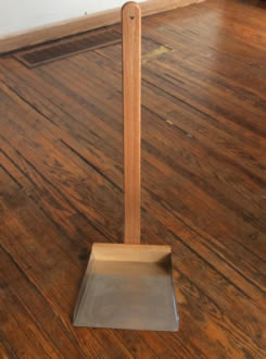 Long Handled Dust Pan
